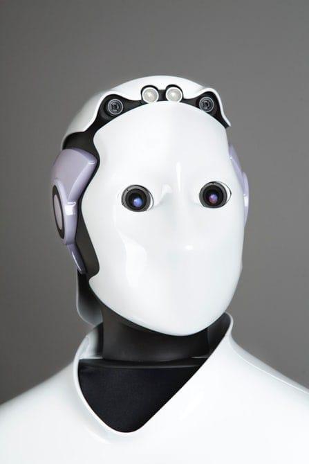 أول شرطي آلي روبوت في دبي والإمارات العربية المتحدة