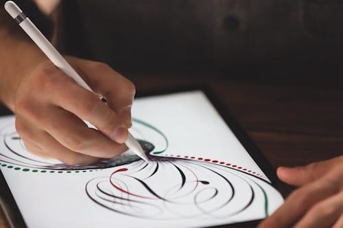 إستخدام قلم ابل للرسم