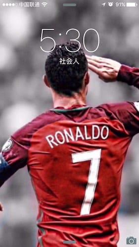 شاشة قفل الايفون تظهر اللاعب كريستيانو رونالدو
