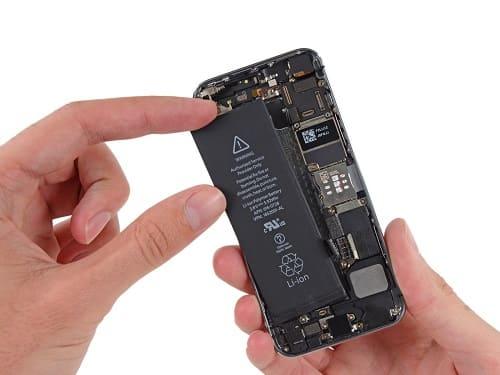 استبدال البطارية في هاتف iPhone SE