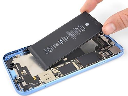 استبدال البطارية في هاتف iPhone Xr