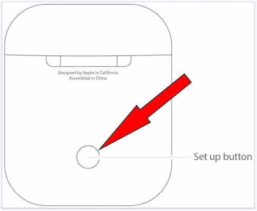 ضغط على الزر الخلفي على علبة سماعات AirPods