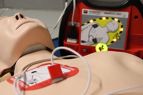 أجهزة تنظيم دقات القلب قد تتفاعل سلبا مع المغنطيس من ايفون 12 الخاص بmagsafe