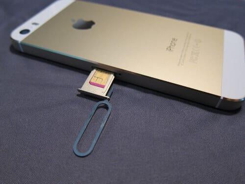 أزل الشريحة أو بطاقة السيم SIM Card